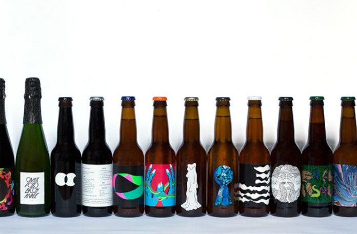 Kilka butelek postawionych w rzędzie