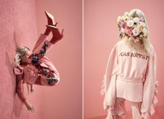 Jedno zdjecie polaczone z dwoch na kazdym wystepuje rozowe tlo i rozowy dywan na pierwszym od lewej widac blondynke robiaca fikolka do tylu ubrana w rozowe spodnie i bluzke z kwiatami i czerwone szpilki na zdjeciu po prawej widzimy dziewczyne ubrana w rozowe spodnie z falbanami i rozowa bluze z napisem KAS KRYST zamiast glowy ma bukiet kwiatow