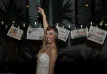 Dziewczyna w sukni ślubnej, z kieliszkiem szampana w dłoni