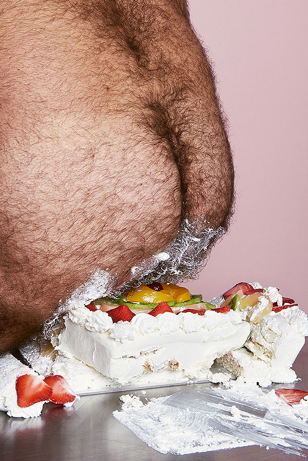 Owłosiony tyłek rozgniatający tort