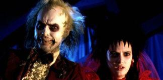 Mężczyzna wystylizowany na zombie i kobieta ubrana w czerwone futro