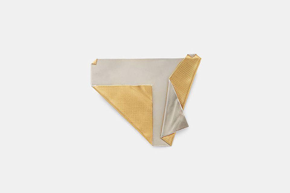 Złoty papierek z paczki po papierosach