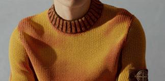 Człowiek ubrany w żółty sweter