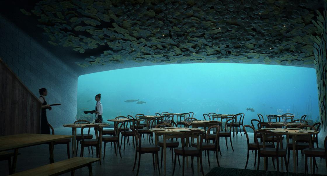 Widok wnętrza podwodnej restauracji