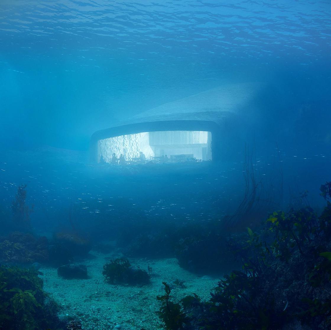 Powodny widok na podwodną restaurację