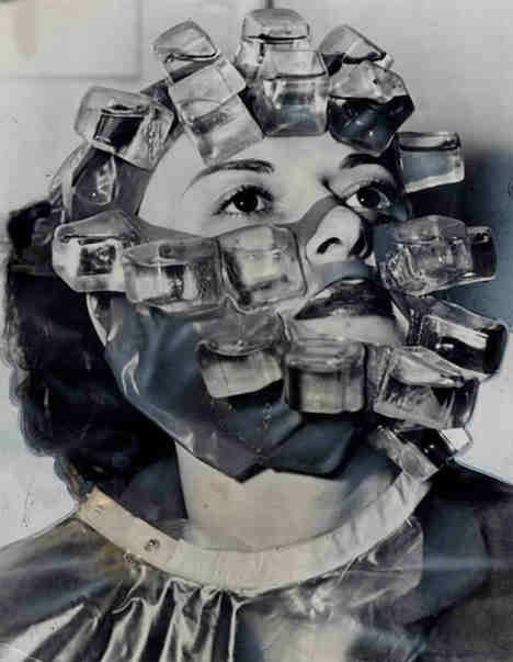 Dziwna maska założona na twarzy kobiety.