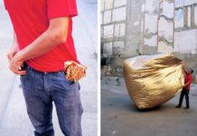 Zdjęcie podzielone na pół. Na jednej części mężczyzna w czerwonej koszulce, a na drugiej złota kostka materiałowa wypełniona powietrzem