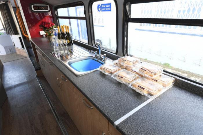 Kuchnia zorganizowana w busie