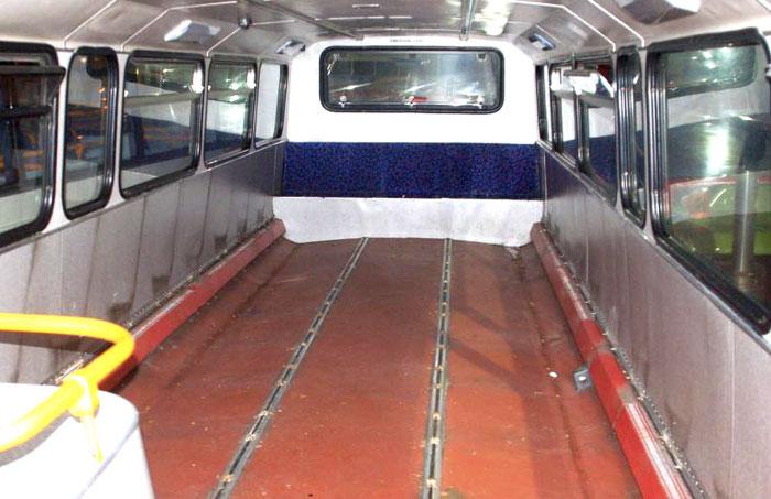 Wnętrze busa po demontażu foteli