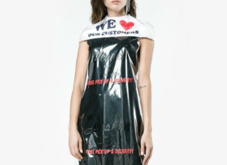 Modelka ubrana w worek foliowy