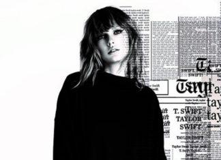 Czarno-białe zdjęcie kobiety ubranej na czarno, w tle napisy