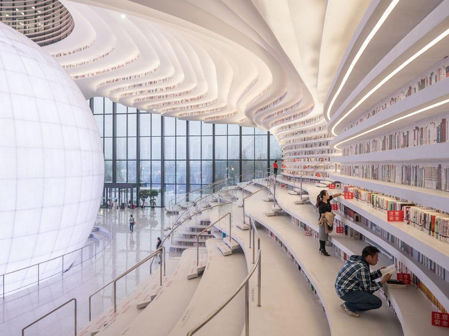 Wnętrze biblioteki