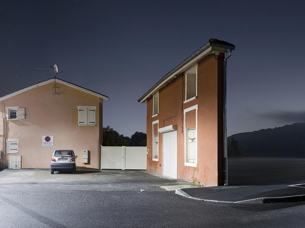 Spłaszczony w photoshopie budynek