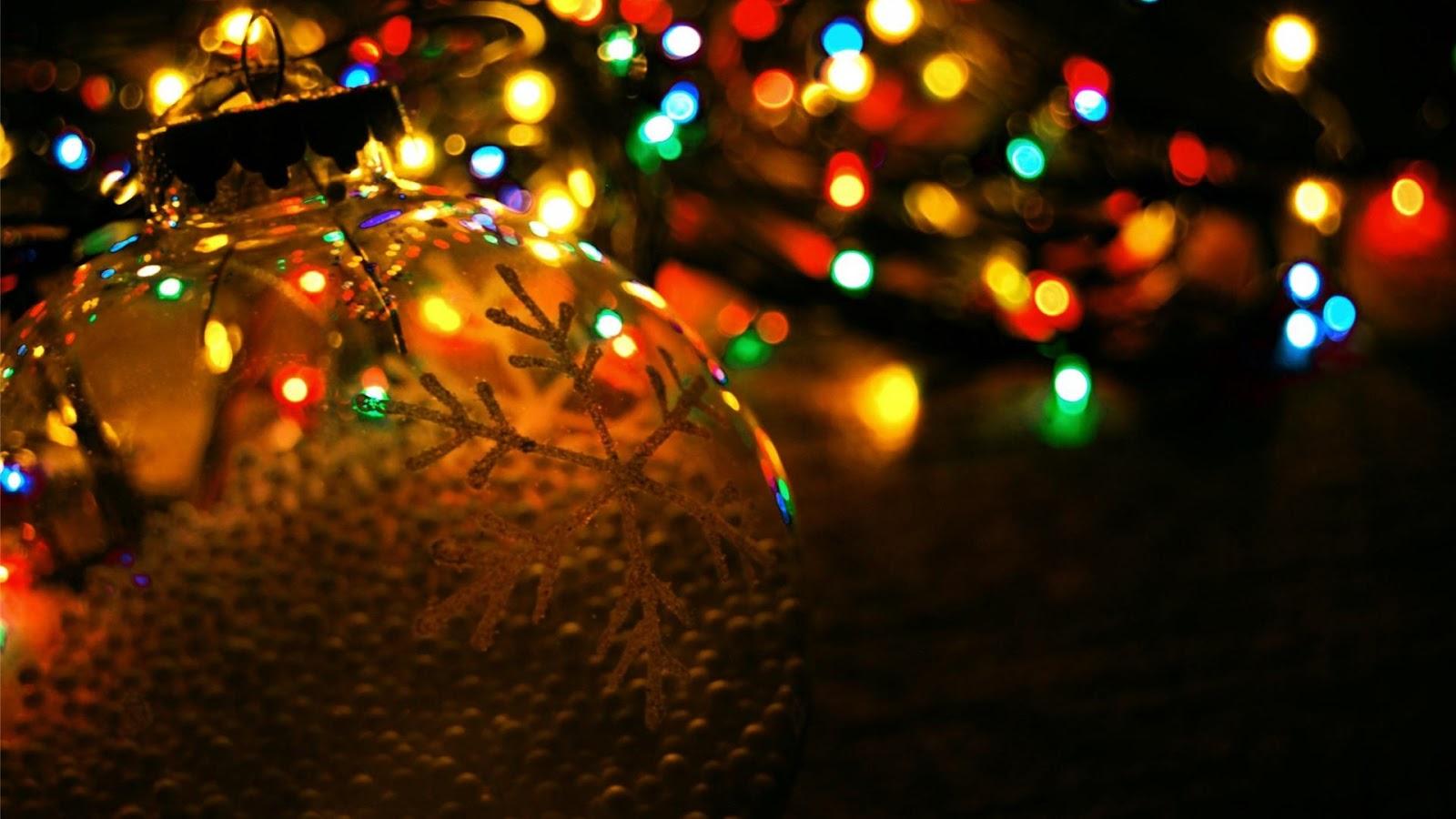 Kolorowe świąteczne światła