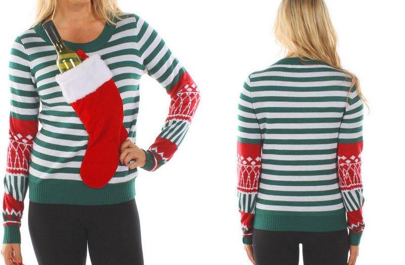 Kobieta ubrana w świąteczny sweter