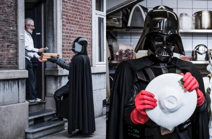 Darth Vader przedstawiony jako roznosiciel pizzy i zmywak