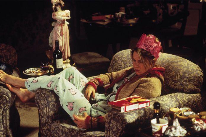 Kobieta w piżamie leżąca w fotelu