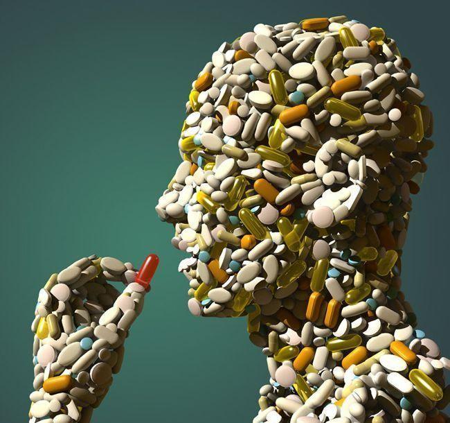 Postać z profilu w całości zbudowana z kolorowych tabletek, leków