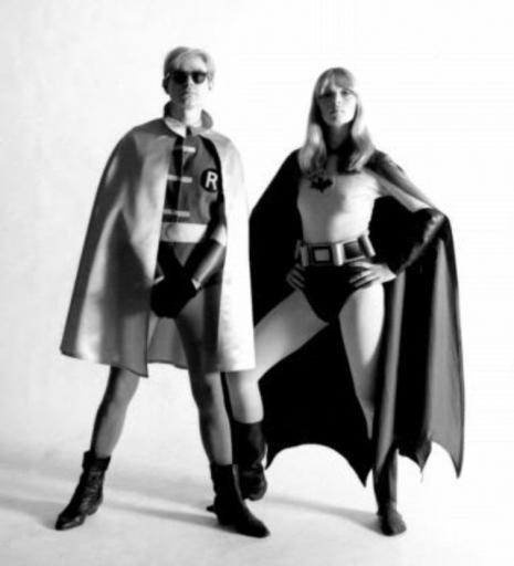 Kobieta i mężczyzna przebrani za postacie z komiksów