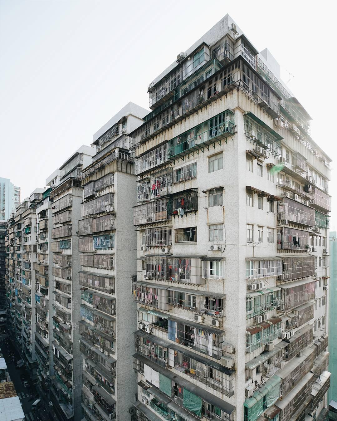 Duży blok mieszkalny