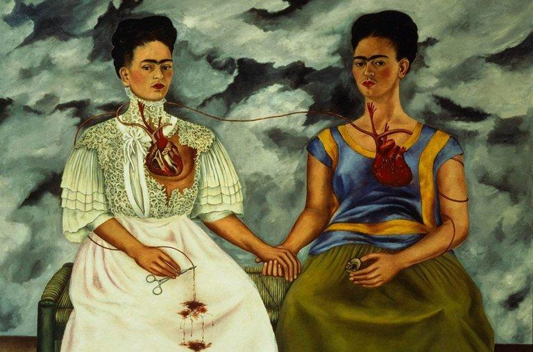 Obraz przedstawiający dwie kobiety z sercem na wierzchu, trzymające się za ręce