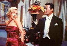 Kobieta w różowej sukience i mężczyzna w garniturze