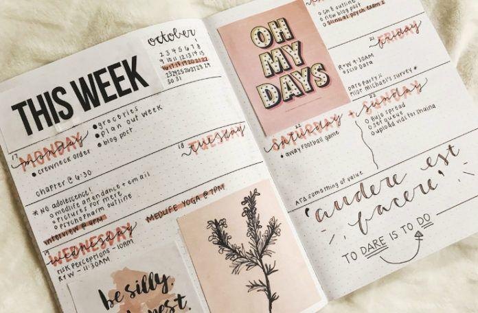 Rozłożony kalendarz z zapiskami