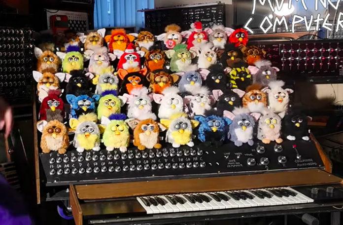 Organy z 44 zabawek furby