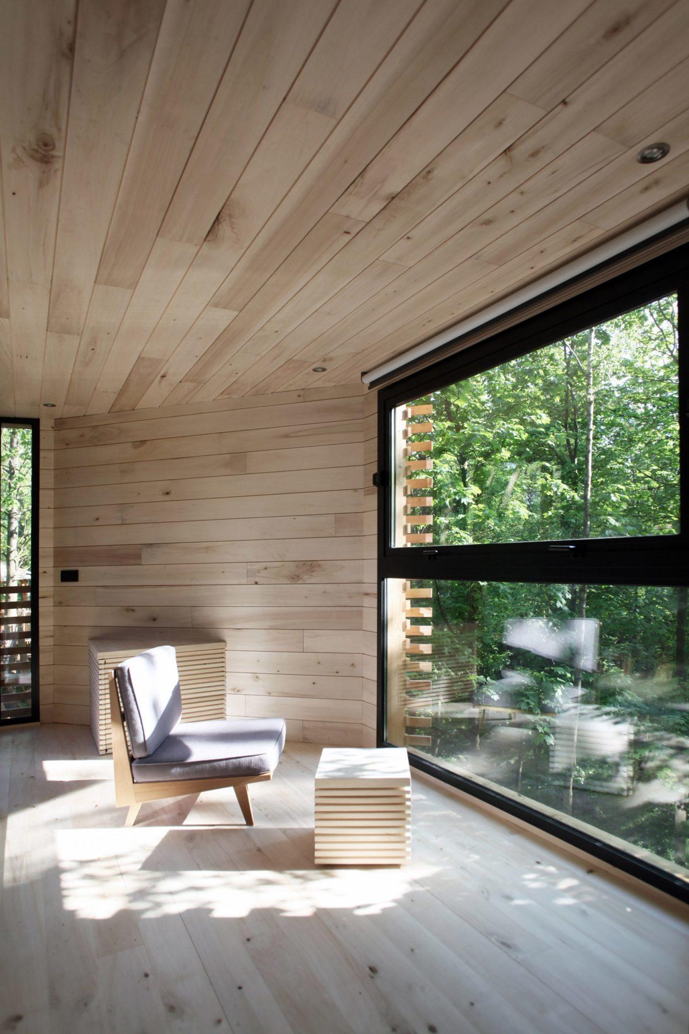 Jasne, drewniane wnętrze