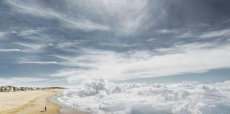 Plaża z chmurami zamiast morza