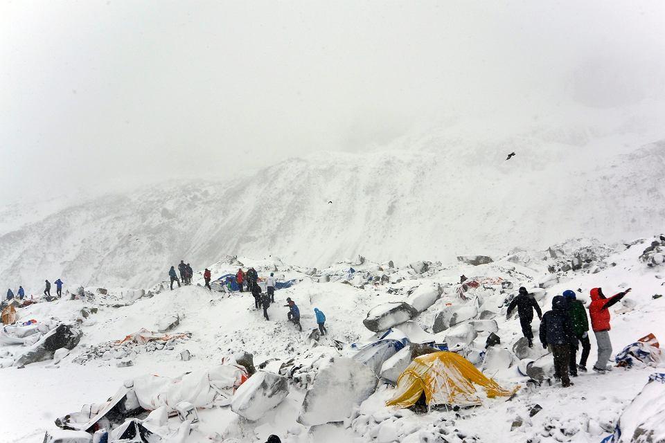 Góry i obozowisko alpinistów