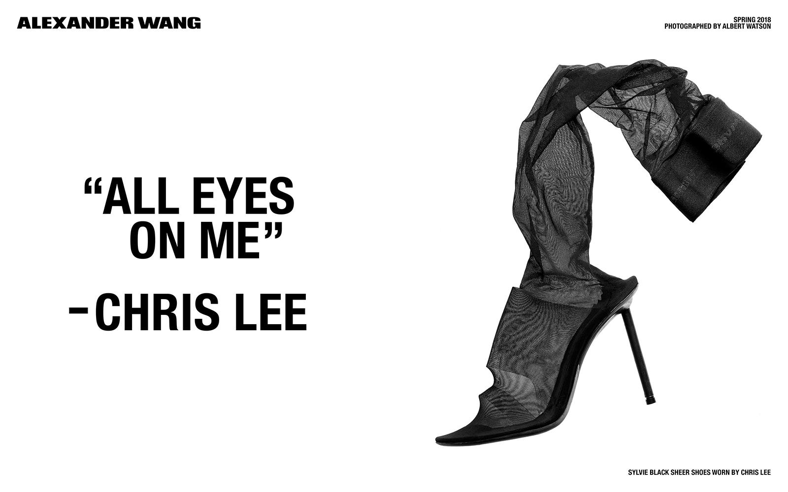 """Czarny but na wysokim obcasie, połączony z pończochą, obok cytat """"all eyes on me""""-Chris Lee"""