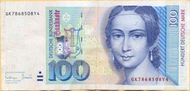Banknot 100 marek z głową kobiety.