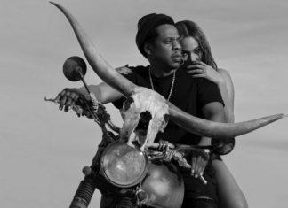 Kobieta i mężczyzna na motocyklu