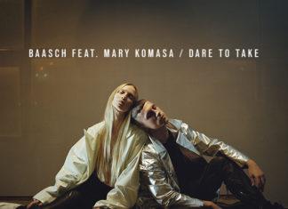 Na zdjeciu widzimy opartych o siebie glowami kobiete w bialej koszuli i mezczyzne w srebrnej kurtce