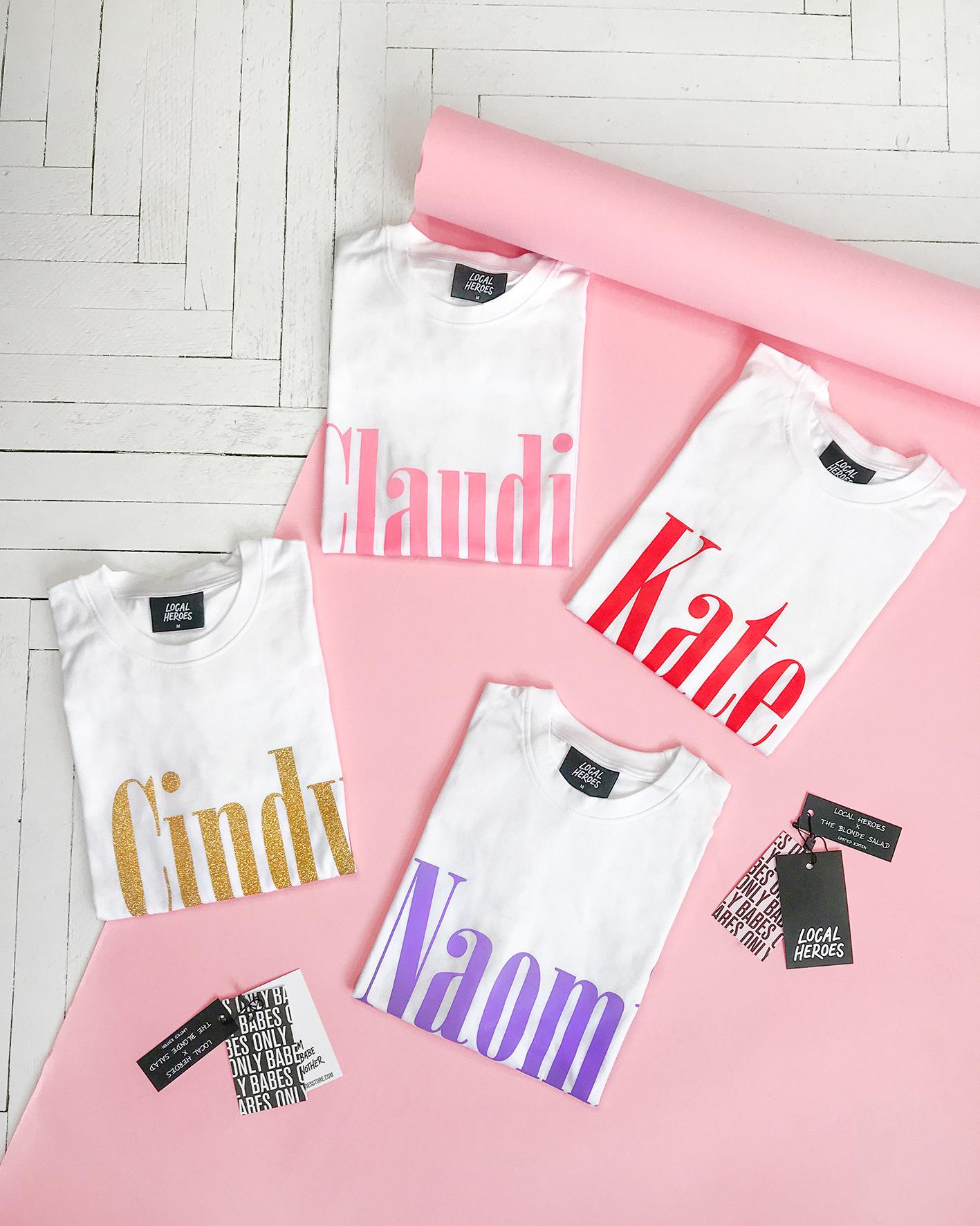 Cztery koszulki leżące na różowym tle