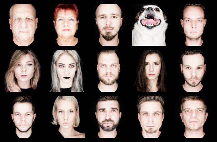 15 portretów ludzi na czarnym tle, jedno obok drugiego