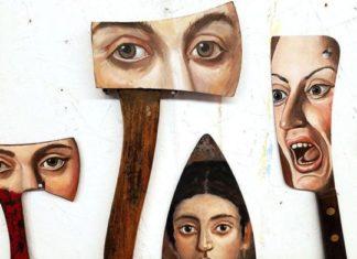 siekiera, tasaki, z namalowanymi twarzami na nich