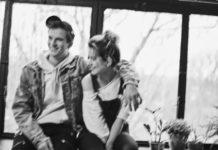Czarno-białe rozmazane zdjęcie chłopaka i dziewczyny