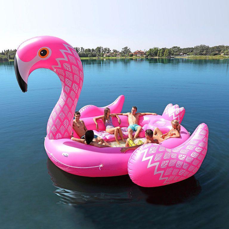 Gigantyczny ponton w kształcie flaminga