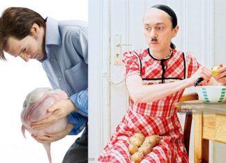 Dwa zdjęcia stockowe: mężczyzna trzymający rybę i mężczyzna przebrany za kobietę obierający ziemniaki