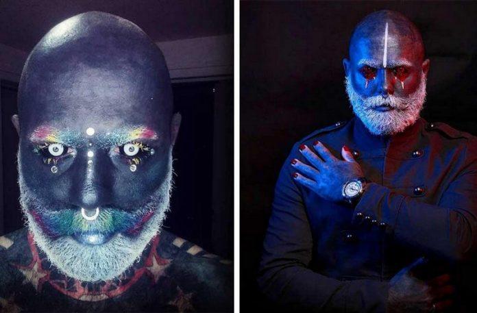 Mężczyzna z wytatuowaną twarzą i fluorescencyjnymi farbami