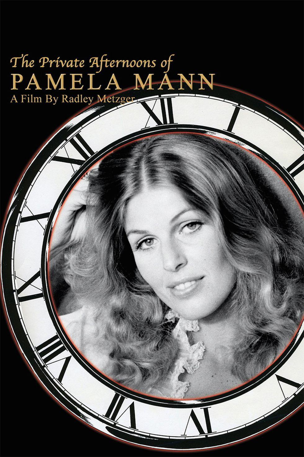 czarno bialy plakat z twarza kobiety w zegarze promujacy flilm porno Pamela Mann