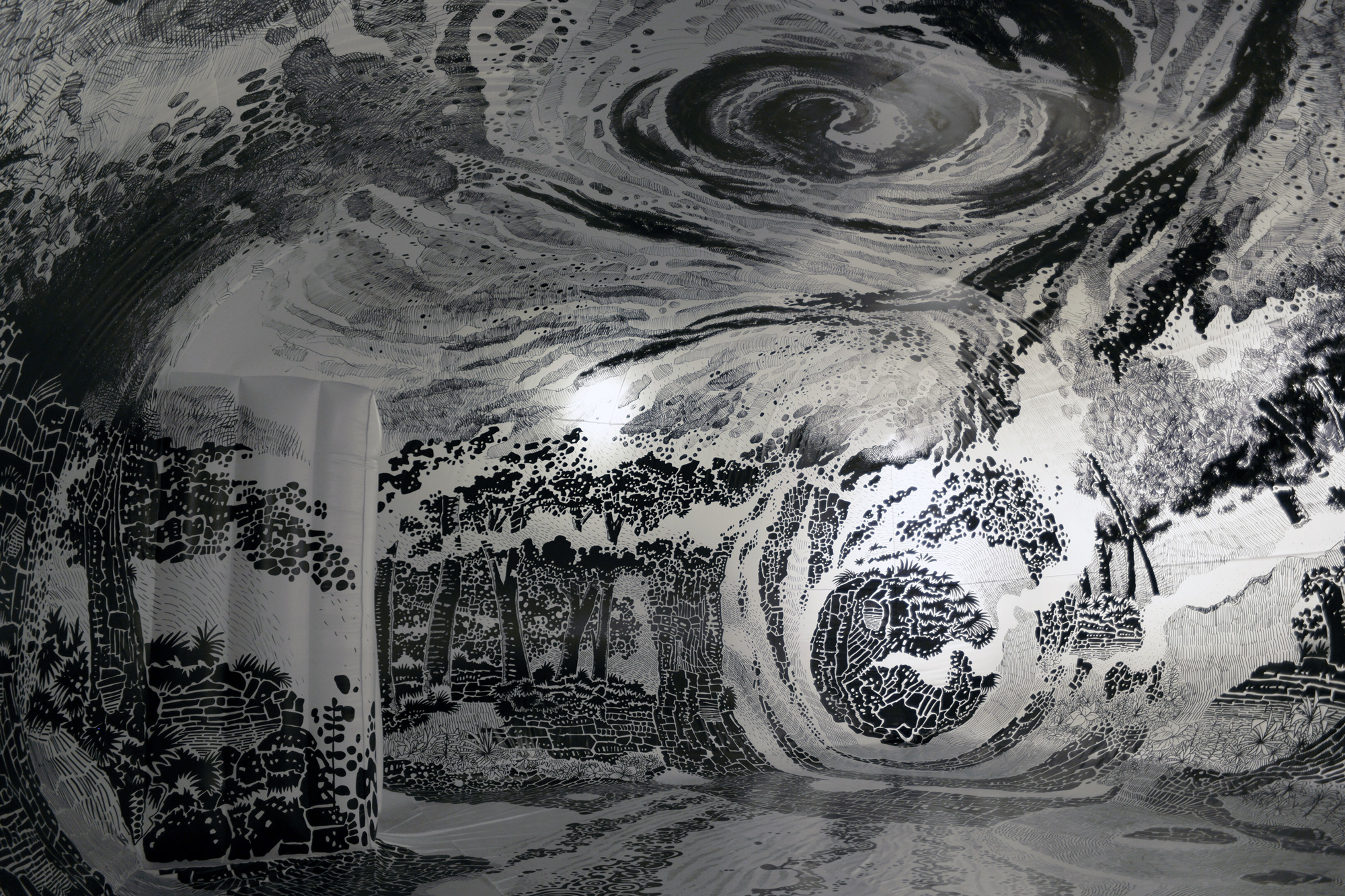 Pomalowane przy pomocą cienkopisów ściany