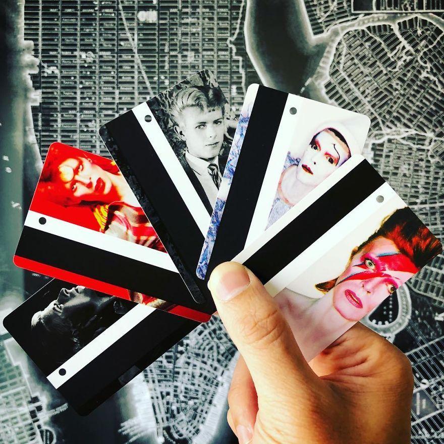 Karty wstępu do metra z wizerunkiem Davida Bowiego