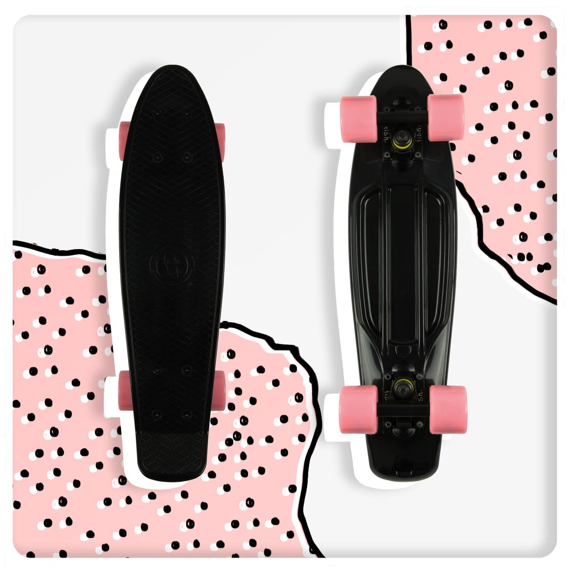 Czarna deskorolka z różowymi kółkami