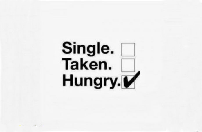 Czarny napis na białej stronie: Single, Taken, Hungry