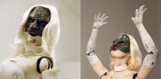 Przerażający robot przypominający kobietę w dziwnej masce na twarzy