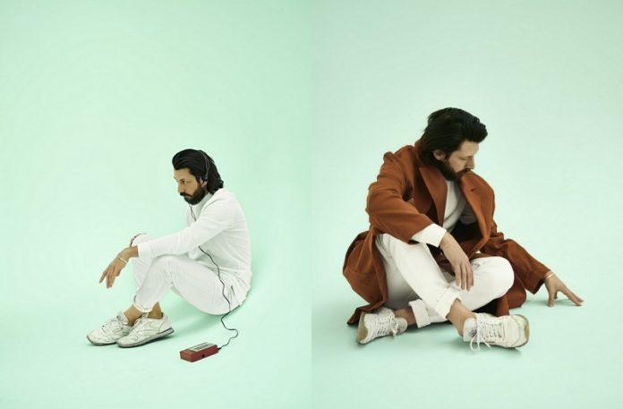 Dwa zdjęcia przedstawiające męzczyzne na miętowym tle