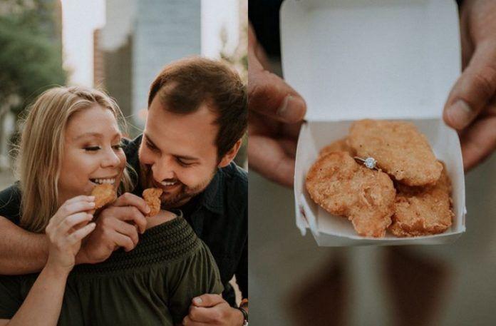 Zdjęcie przedstawiające parę jedzącą McNuggetsy i ręce trzymające McNuggetsy z pierścionkiem
